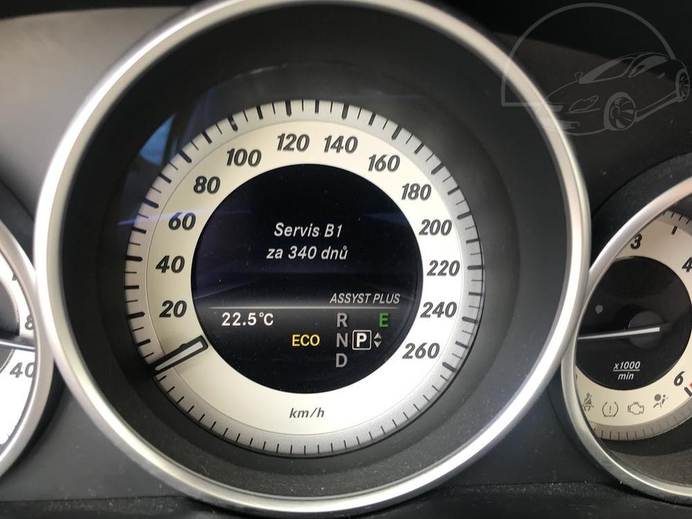 Interiér, budíky, černý Mercedes E 250 na prodej, CDI, AMG, 150 KW, diesel, automat, najeto jen 65.156 kilometrů