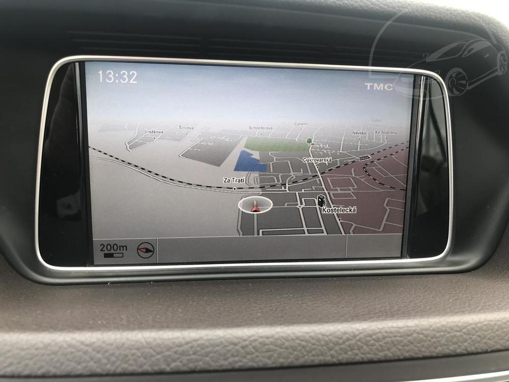 Interiér, GPS navigace, černý Mercedes E 250 na prodej, CDI, AMG, 150 KW, diesel, automat, najeto jen 65.156 kilometrů