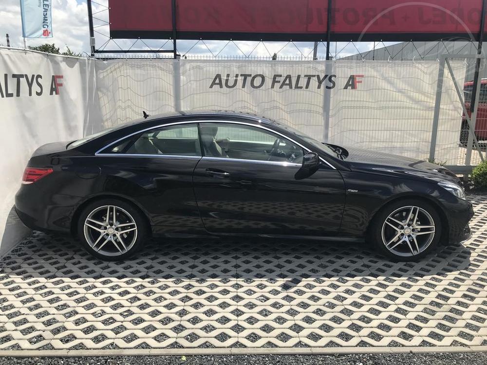 Pravý bok karoserie, černý Mercedes E 250 na prodej, CDI, AMG, 150 KW, diesel, automat, najeto jen 65.156 kilometrů