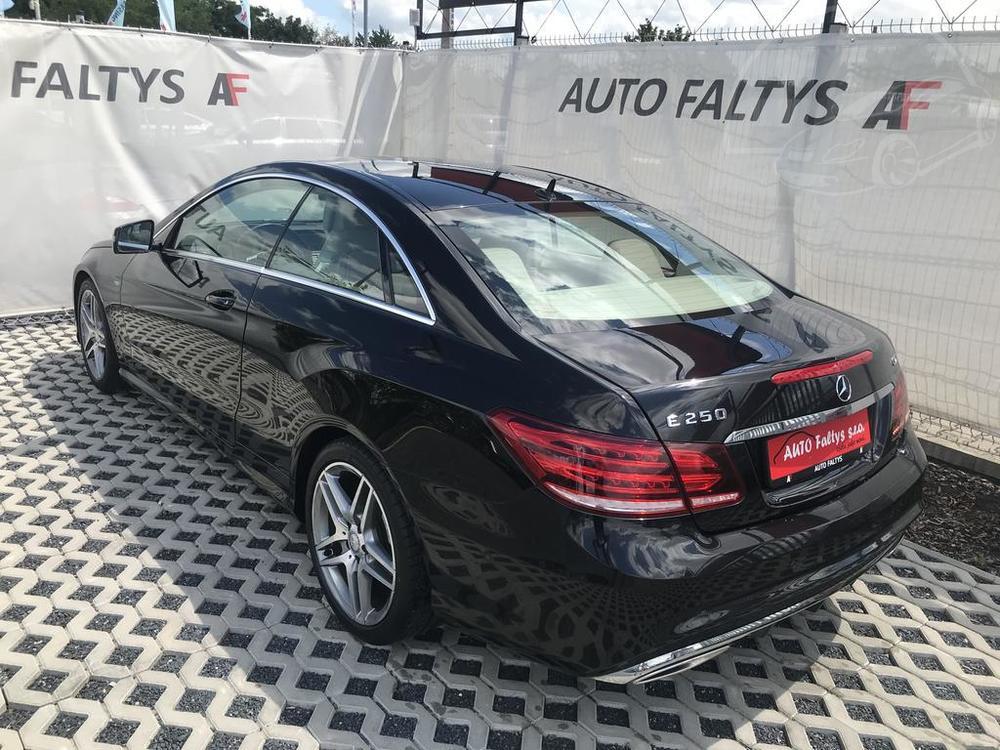 Kufr a bok karoserie, černý Mercedes E 250 na prodej, CDI, AMG, 150 KW, diesel, automat, najeto jen 65.156 kilometrů