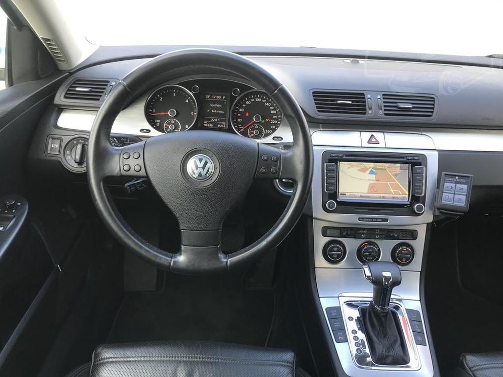 Interiér, volant, palubní deska - Volkswagen Passat 2.0 TDI, 125 kW, DSG, výbava Highline B, rok 2009, najeto 91.000 km