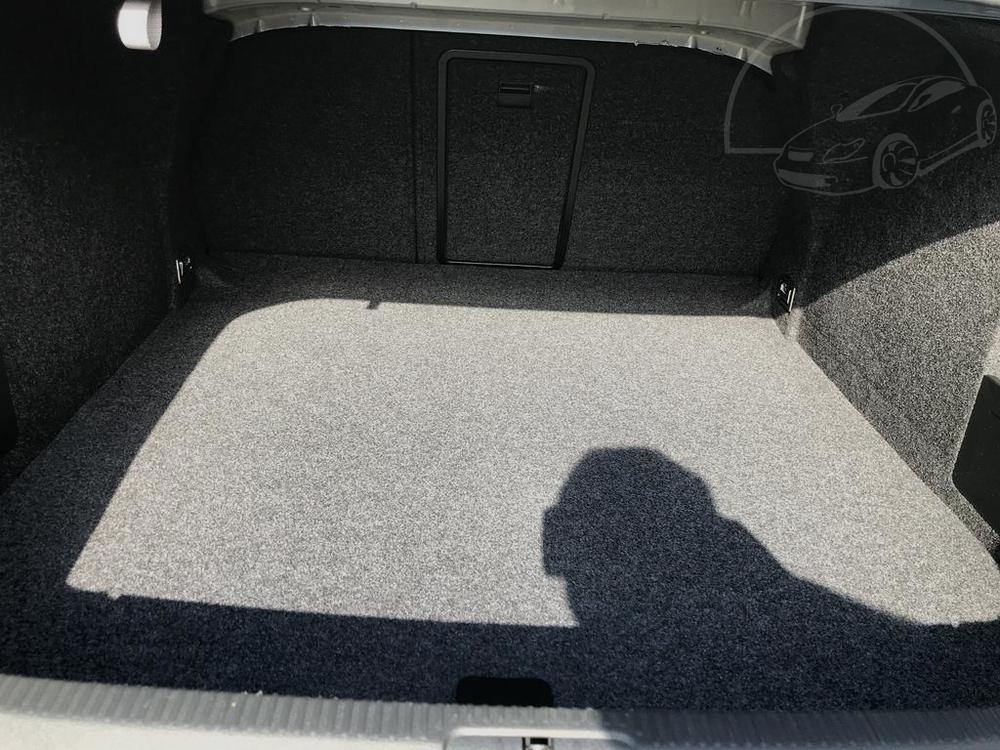 Interiér, prostorný zavadlový kufr - Volkswagen Passat 2.0 TDI, 125 kW, DSG, výbava Highline B, rok 2009, najeto 91.000 km