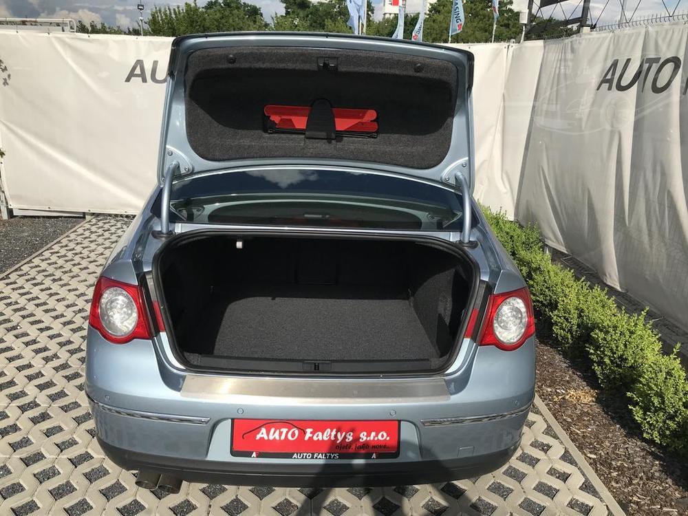Karoserie, otevřený zavazadlový kufr - Volkswagen Passat 2.0 TDI, 125 kW, DSG, výbava Highline B, rok 2009, najeto 91.000 km
