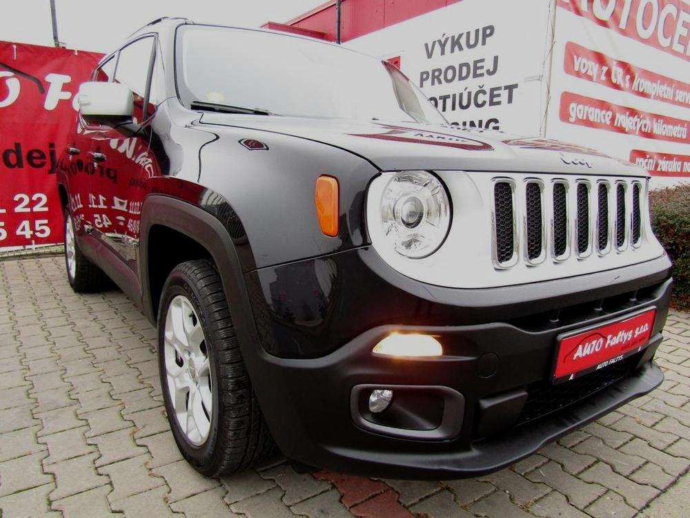 Černý Jeep Renegade, rok 2015, facelift