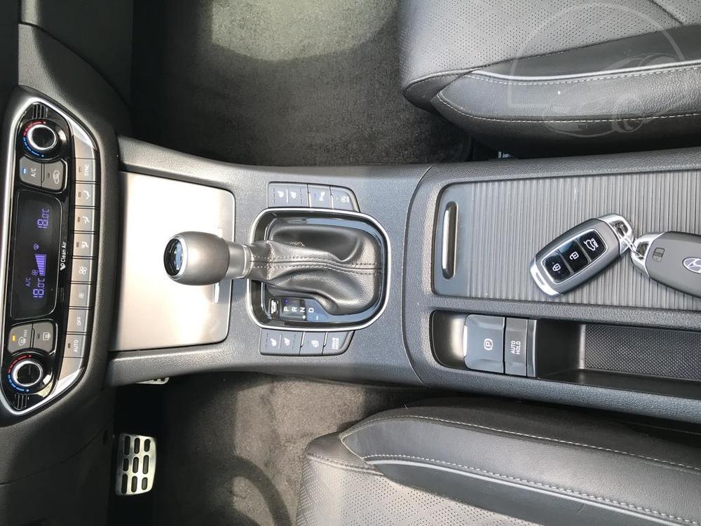 Modrý Hyunday i30 na prodej, automatická převodovka, dělení sedaček, v provozu od dubna 2017, benzín, automat, najeto 58.170 km, autobazar Auto Faltys