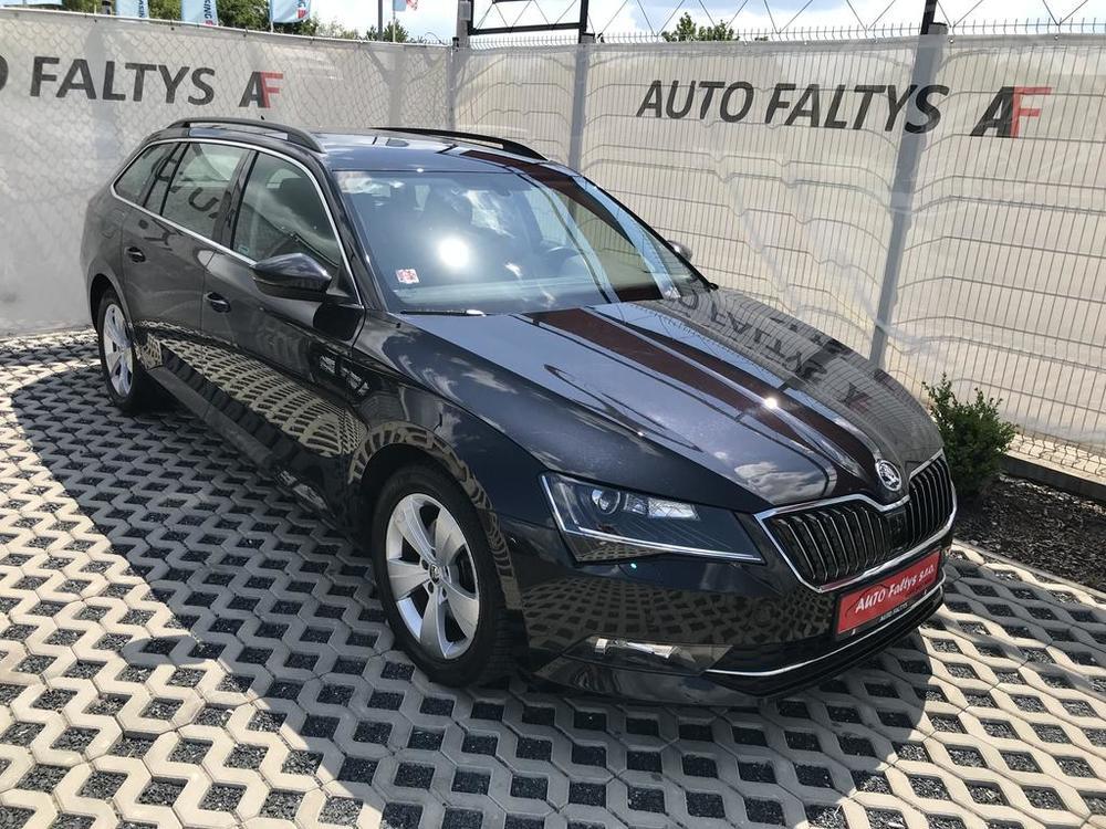 Prodej černá Škoda Superb 2.0 TDI, v prémium výbavě, najeto 72.265 Km, cena 449.990 Kč, pohled na karoserii z předu, autobazar Auto Faltys