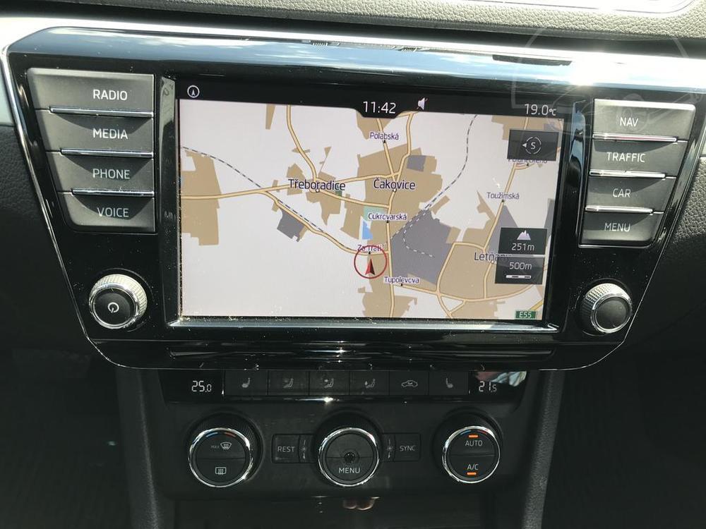 Prodej černá Škoda Superb 2.0 TDI, interiér, GPS navigace, najeto 72.265 Km, cena 449.990 Kč, autobazar Auto Faltys