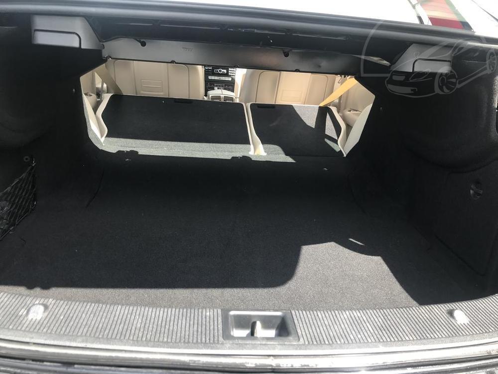 Interiér, zavazadlový kufr při sklopených zadních sedačkách, černý Mercedes E 250 na prodej, CDI, AMG, 150 KW, diesel, automat, najeto jen 65.156 kilometrů