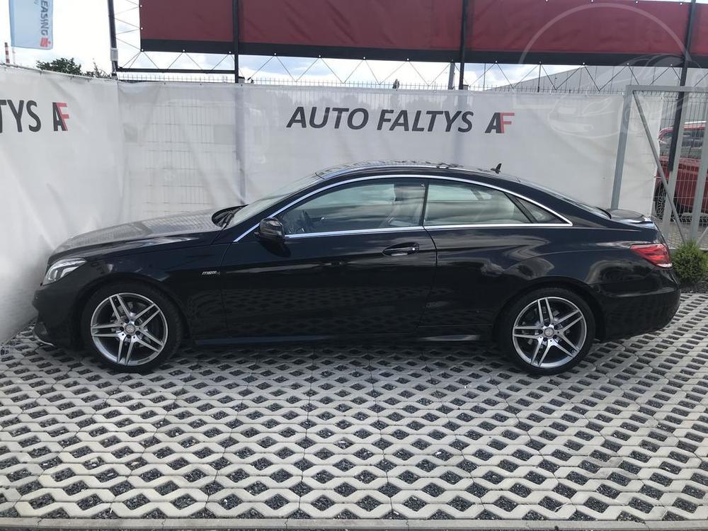 Levý bok karoserie, černý Mercedes E 250 na prodej, CDI, AMG, 150 KW, diesel, automat, najeto jen 65.156 kilometrů