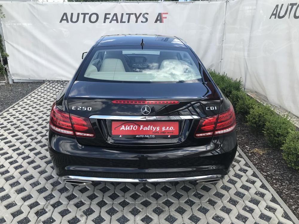 Zadní kufr, karoserie, černý Mercedes E 250 na prodej, CDI, AMG, 150 KW, diesel, automat, najeto jen 65.156 kilometrů