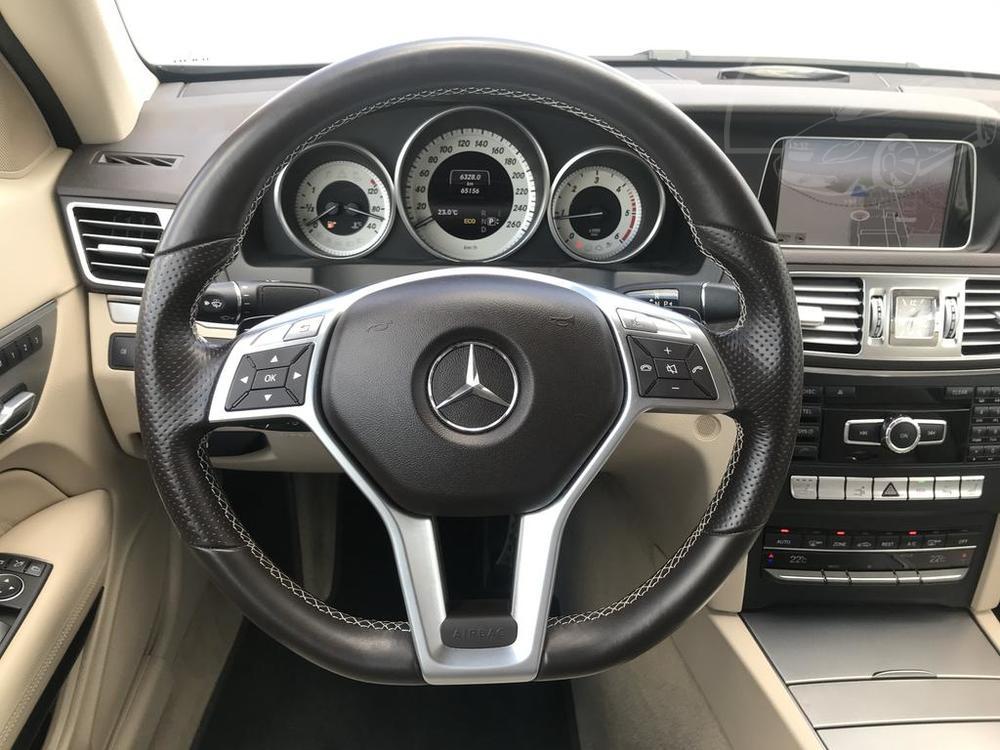 Interiér, palubní deska, černý Mercedes E 250 na prodej, CDI, AMG, 150 KW, diesel, automat, najeto jen 65.156 kilometrů