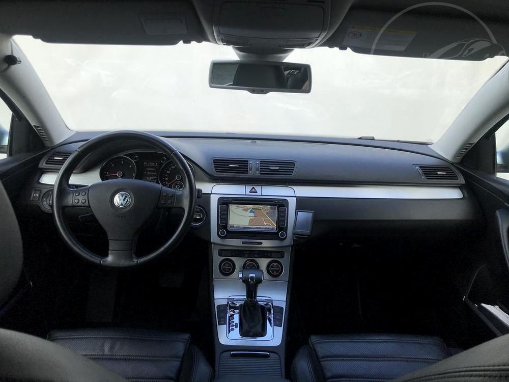 Interiér, palubní deska - Volkswagen Passat 2.0 TDI, 125 kW, DSG, výbava Highline B, rok 2009