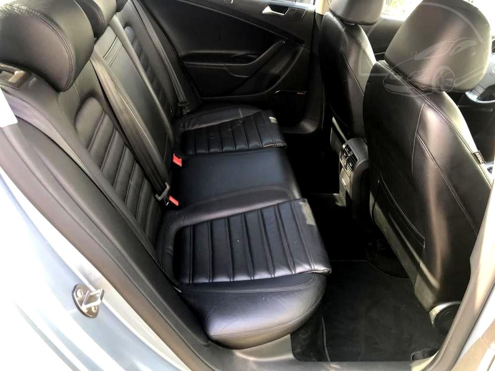 Interiér, zadní kožené sedačky - Volkswagen Passat 2.0 TDI, 125 kW, DSG, výbava Highline B, rok 2009, najeto 91.000 km
