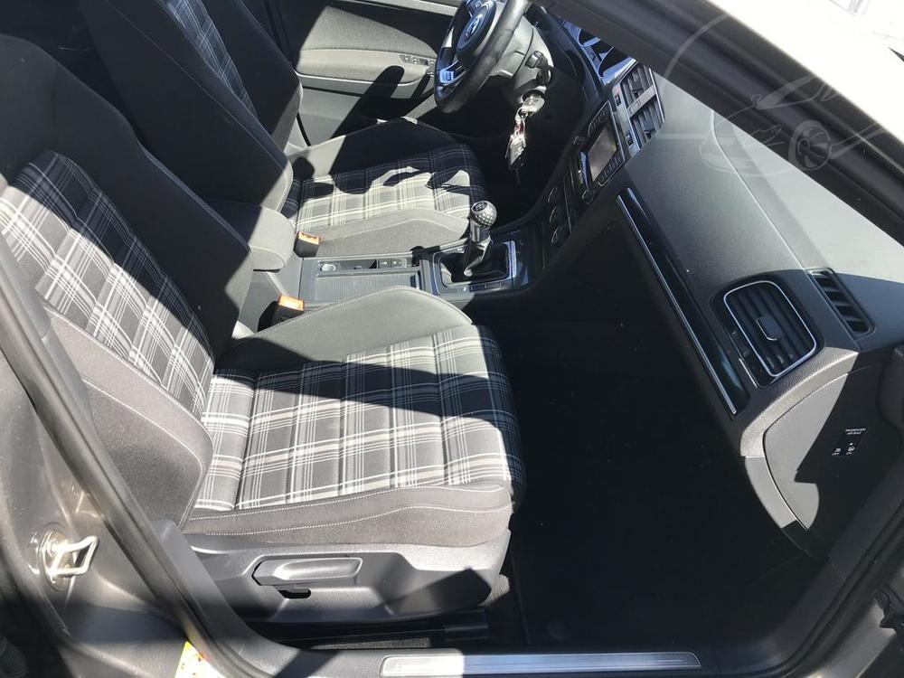 Přední sedadla ve Volkwagenu Golf 2.0 GTD, rok 2014, 135 kW, manuál, najeto 142.720 km, bazar Auto Faltys