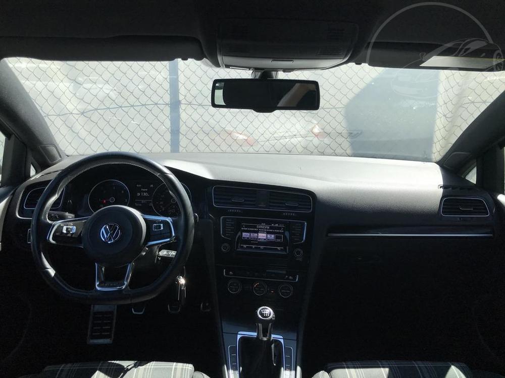 Palubní deska a volant Volkwagenu Golf 2.0 GTD, rok 2014, 135 kW, manuální převodovka, najeto 142.720 km, bazar Auto Faltys