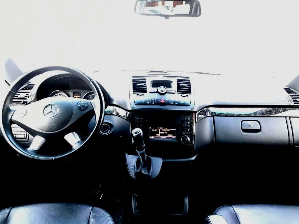 Mercedes Viano 3.0 CDI na prodej, pohled na celou palubní desku, rok 2014, 165 kW, automat, bazar Auto Faltys