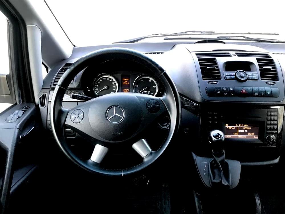 Mercedes Viano 3.0 CDI na prodej, palubní deska a volant, rok 2014, 165 kW, automat, bazar Auto Faltys