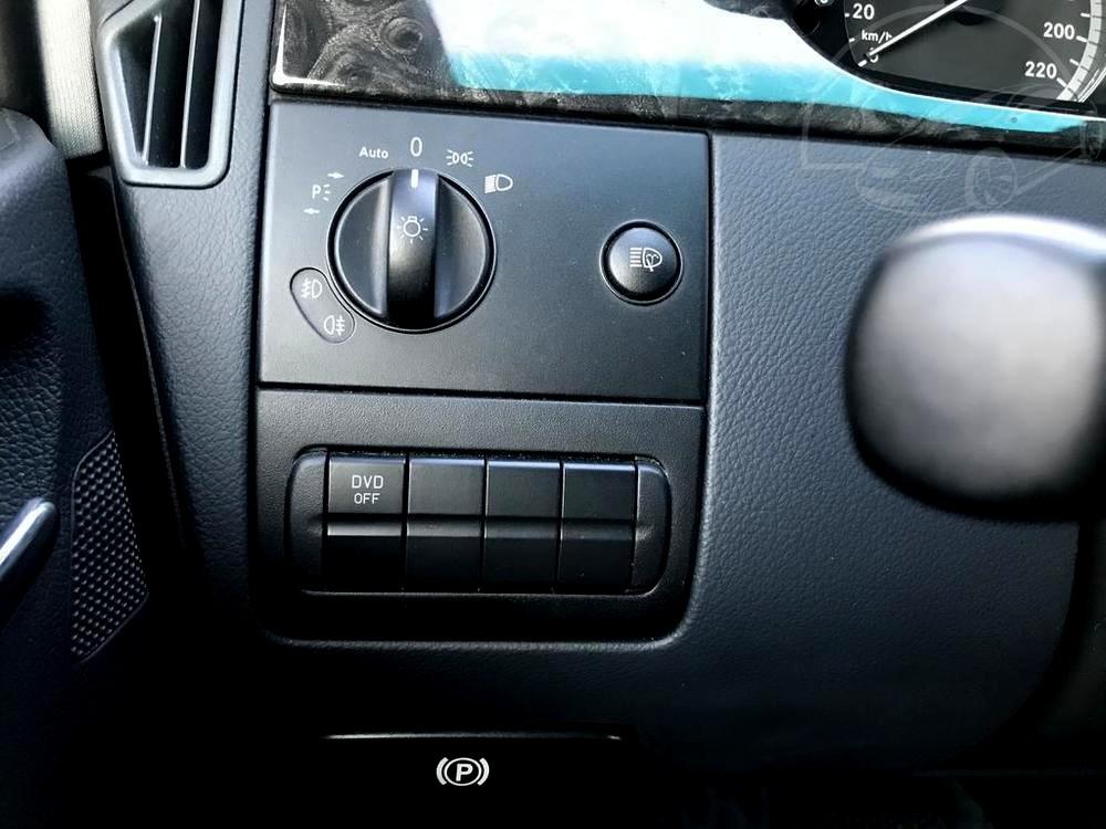 Mercedes Viano 3.0 CDI na prodej, rok 2014, pohled na ovládací prvky vozu, 165 kW, automat, bazar Auto Faltys