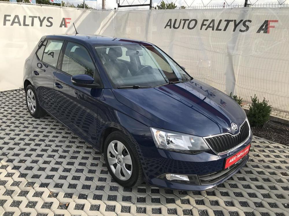 Tmavě modrá Škoda Fabia, 1.4 TDI, rok 2016, pohled na karoserii zpředu, najeto 112.732 km, bazar Auto Faltys