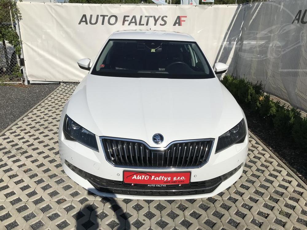 Bílá Škoda Superb 2.0 TDI na prodej, facelift, bazar Auto Faltys