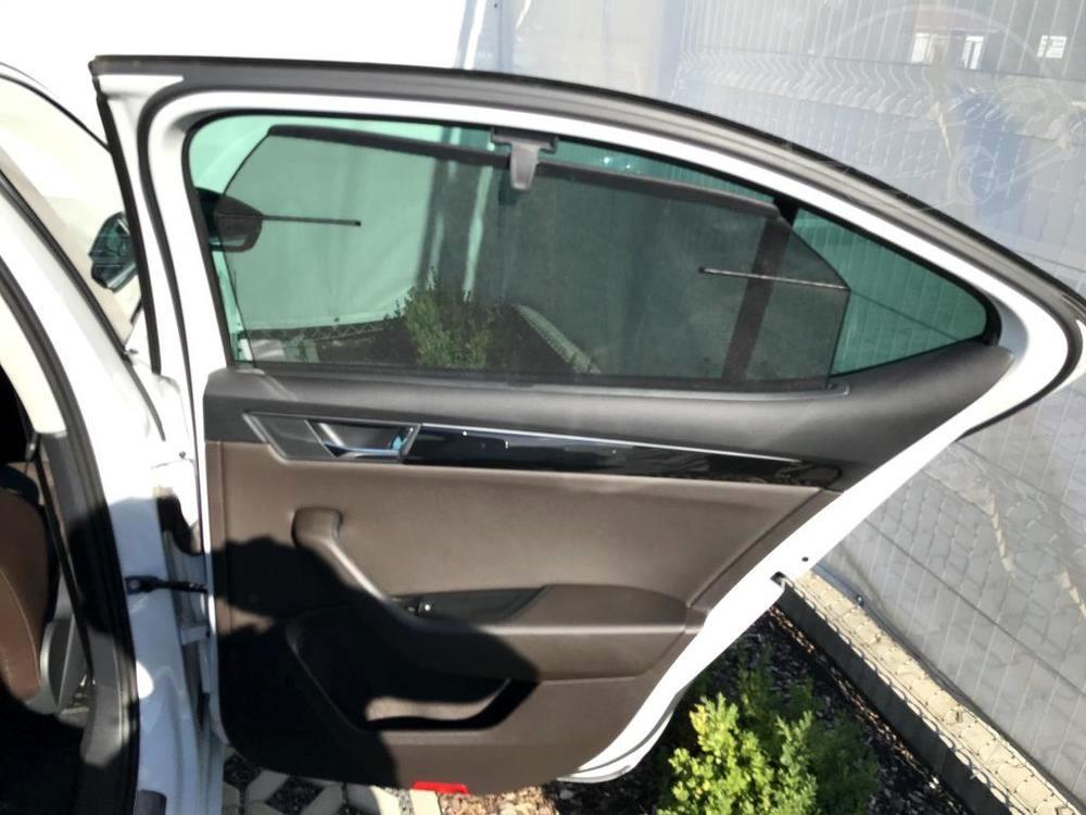 Bílá Škoda Superb 2.0 TDI na prodej, zadní dveře, bazar Auto Faltys