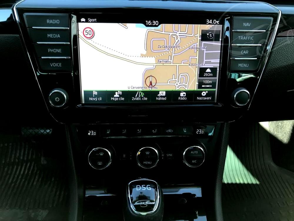 Bílá Škoda Superb 2.0 TDI na prodej, navigace, převodovka DSG, bazar Auto Faltys