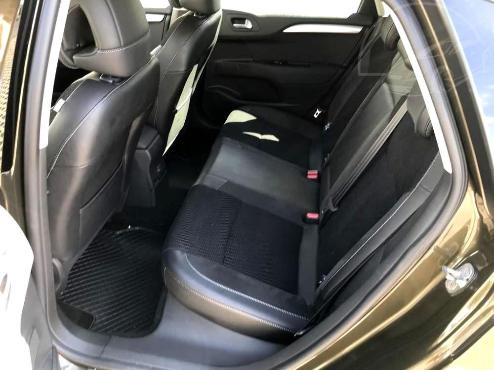 Karoserie Citroenu C4 v barvě světle hnědé metalízy, z roku 2012, najeto 85.007 km, zadní zpola kožená sedadla, autobazar Auto Faltys
