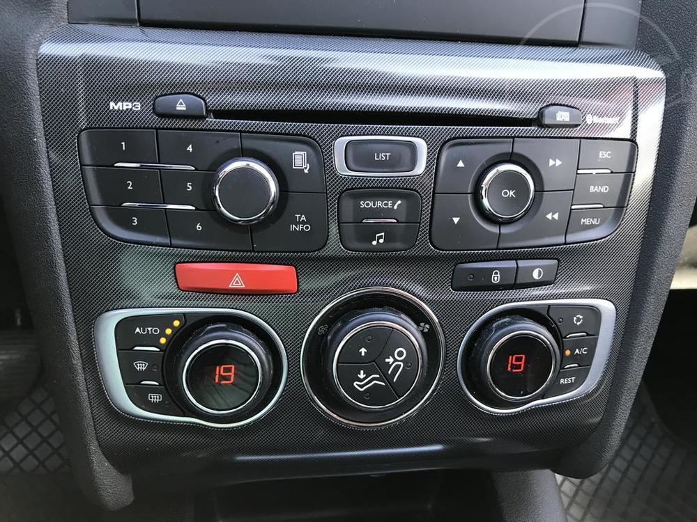 Karoserie Citroenu C4 v barvě světle hnědé metalízy, z roku 2012, najeto 85.007 km, rádio, klimatizace, autobazar Auto Faltys