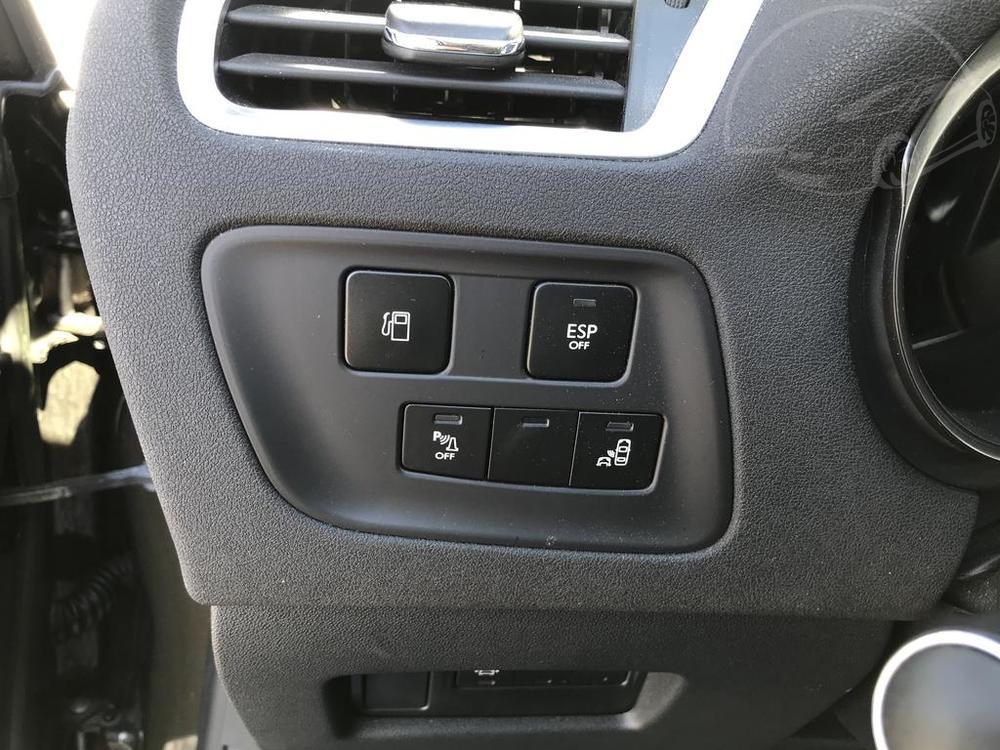 Karoserie Citroenu C4 v barvě světle hnědé metalízy, z roku 2012, najeto 85.007 km, kožená sedadla, hliníková kola, autobazar Auto Faltys