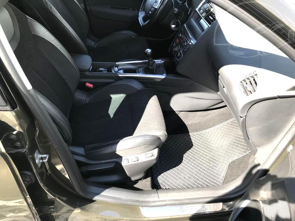 Karoserie Citroenu C4 v barvě světle hnědé metalízy, z roku 2012, najeto 85.007 km,přední kožená sedadla, palubní deska, autobazar Auto Faltys