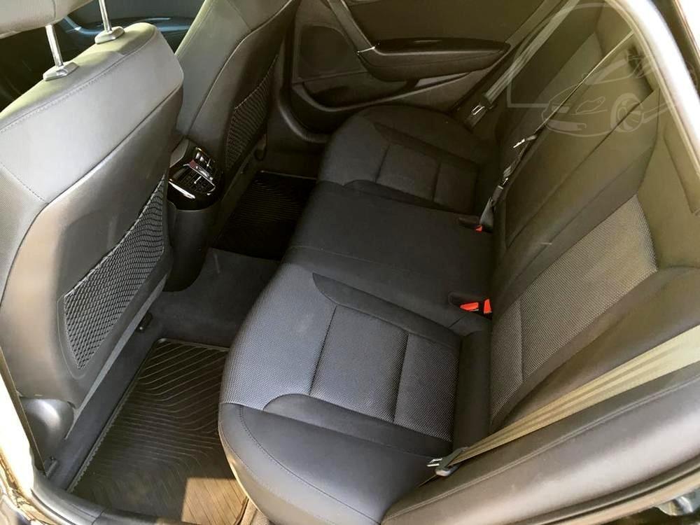 Černá Hyunday i40 kombi, rok 2016, interiér, zaddní sedadla, Auto Faltys