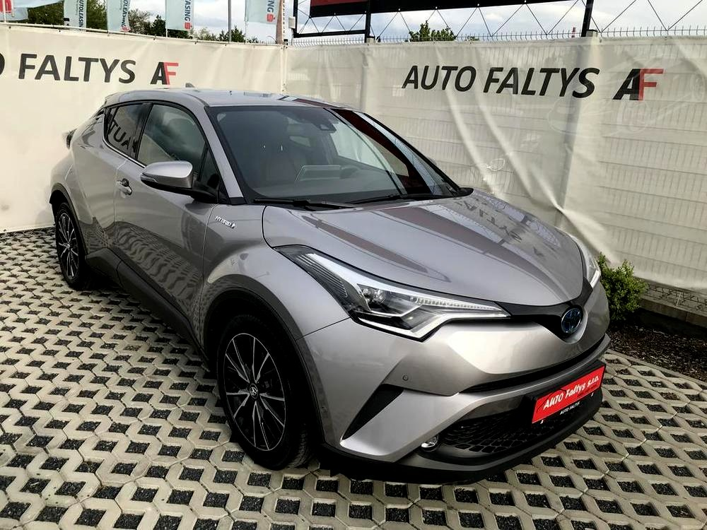 Toyota C-HR 2018 For Sale, Mileage 10.156 km, Under Factory Warranty, Hybrid, Automatic