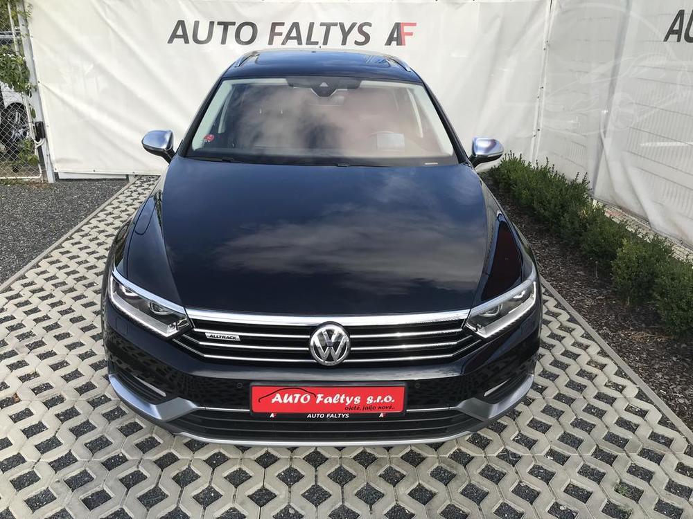 Volkswagen Passat Alltrack 2016, karoserie, černá metalíza, pohled na vůz ze předu, facelift, bazar Auto Faltys